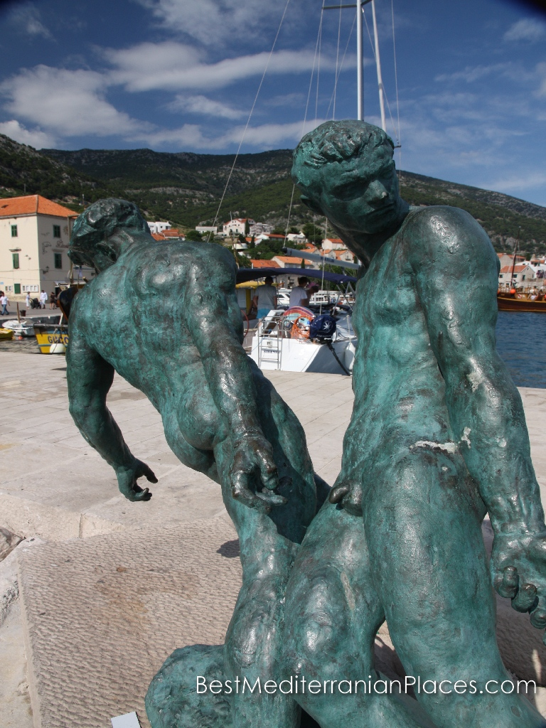 Sculpture dedicated to the fishermen of the island