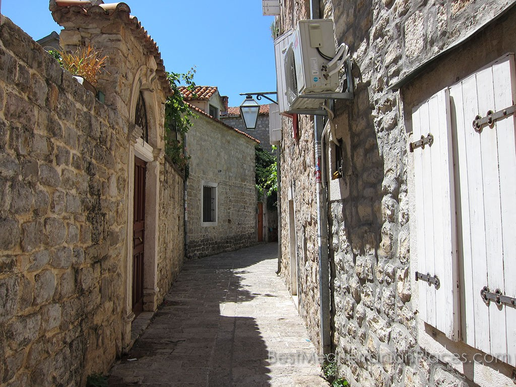 Is not that beautiful streets in the old towns of the Adriatic?