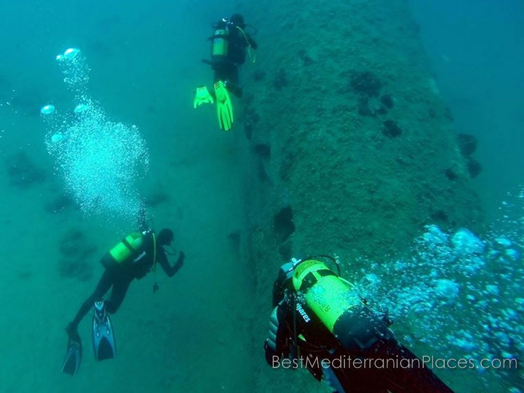The resort of Herceg Novi has a diving school where you can receive training and obtain a certificate