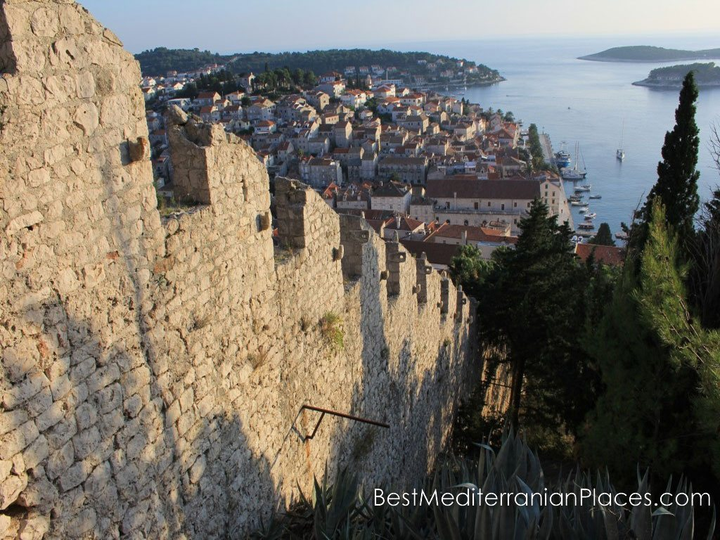 From the height of the hill and the walls of the fortress offers a wonderful view of the city and coastline