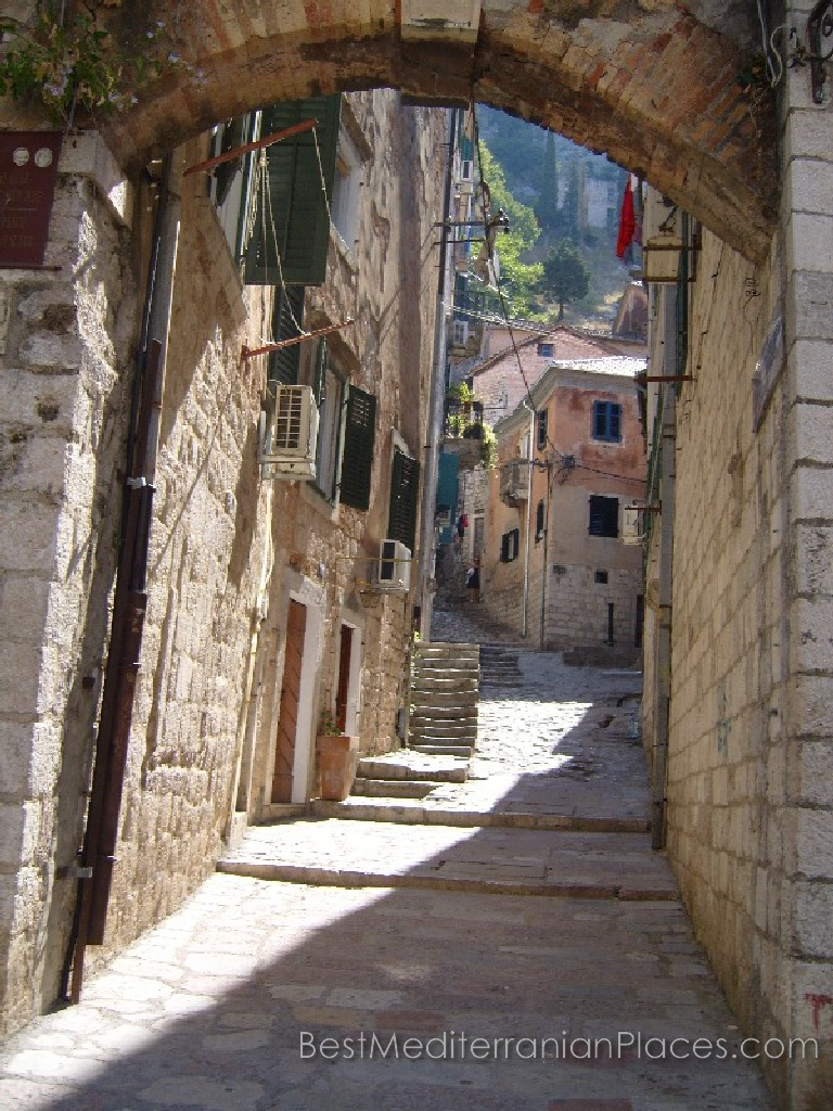 Kotor's narrow and steep streets of old town does not lose its appeal