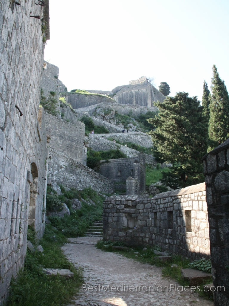 Start lifting serpentine path to the fortress of St. Ivan