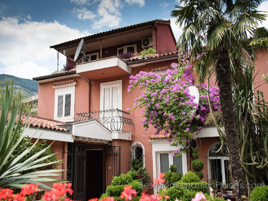 This villa in Kotor awaits its guests. Maybe it is you?