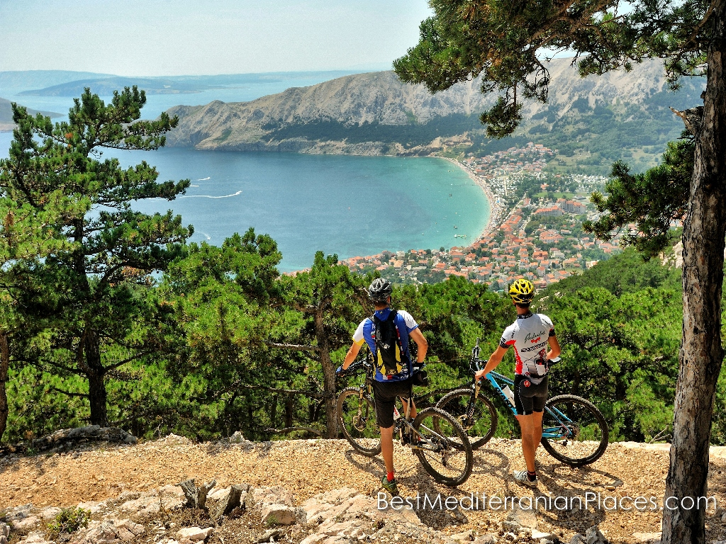 A biking enthusiasts will discover all routes on a hilly area along the coast of Makarska