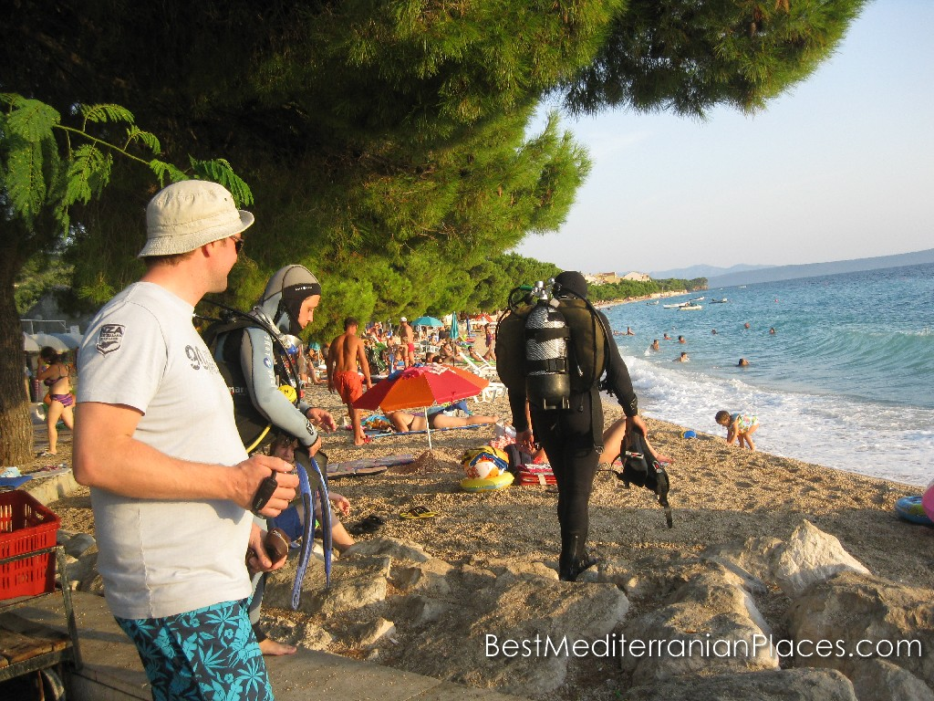 Clear water, lots of interesting objects and underwater caves will provide a wonderful vacation for diving