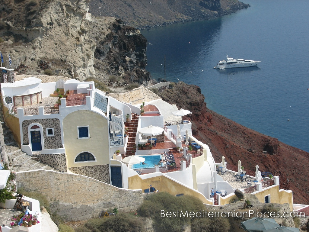 View of the  Oia's bay and yacht