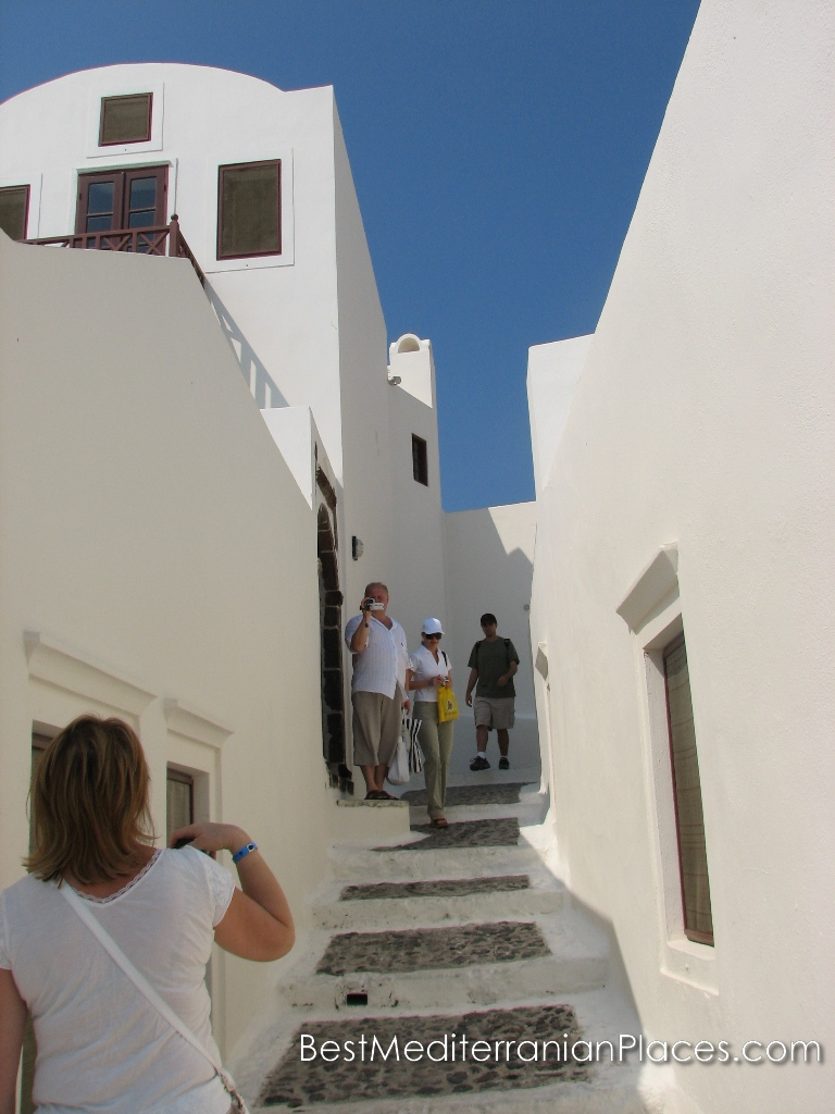 A narrow streets of the city full of tourists