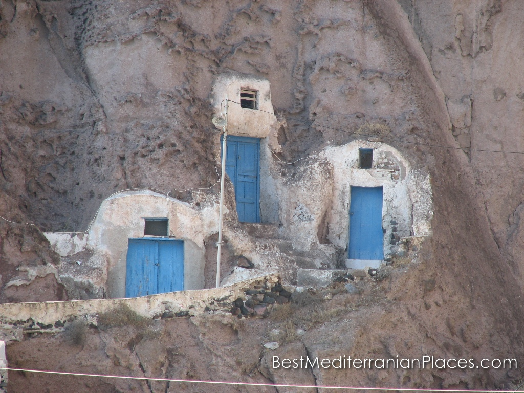 Such as this, all the houses were the ancient inhabitants of Santorini