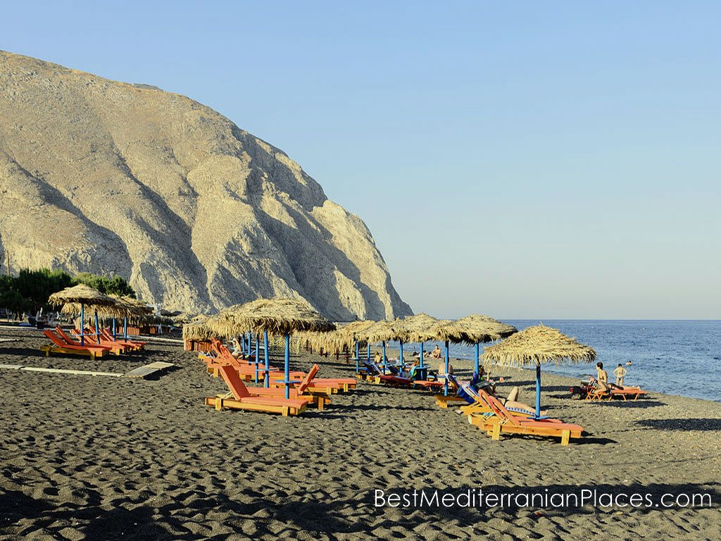 The sandy beaches of northern Santorini