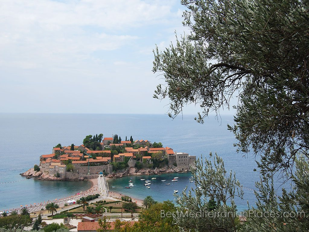 Sveti Stefan - this is not the only island hotel, a large village of the same name