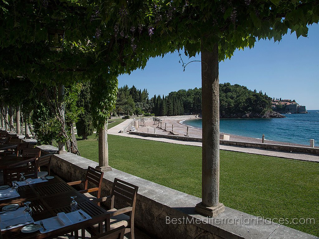 On the gallery offers panoramic views of the Queen of the beach and the island of Sveti Stefan