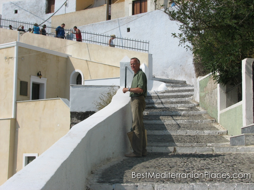 The winding streets of Thira