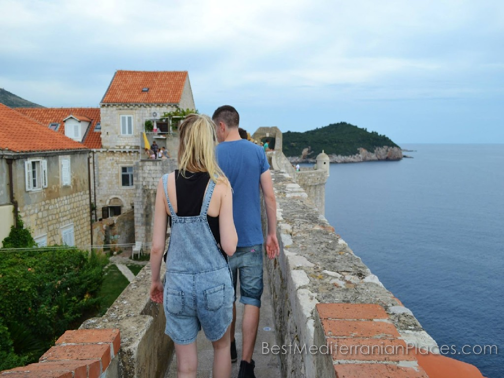 You do not mind a romantic walk along the walls of the ancient fortress?