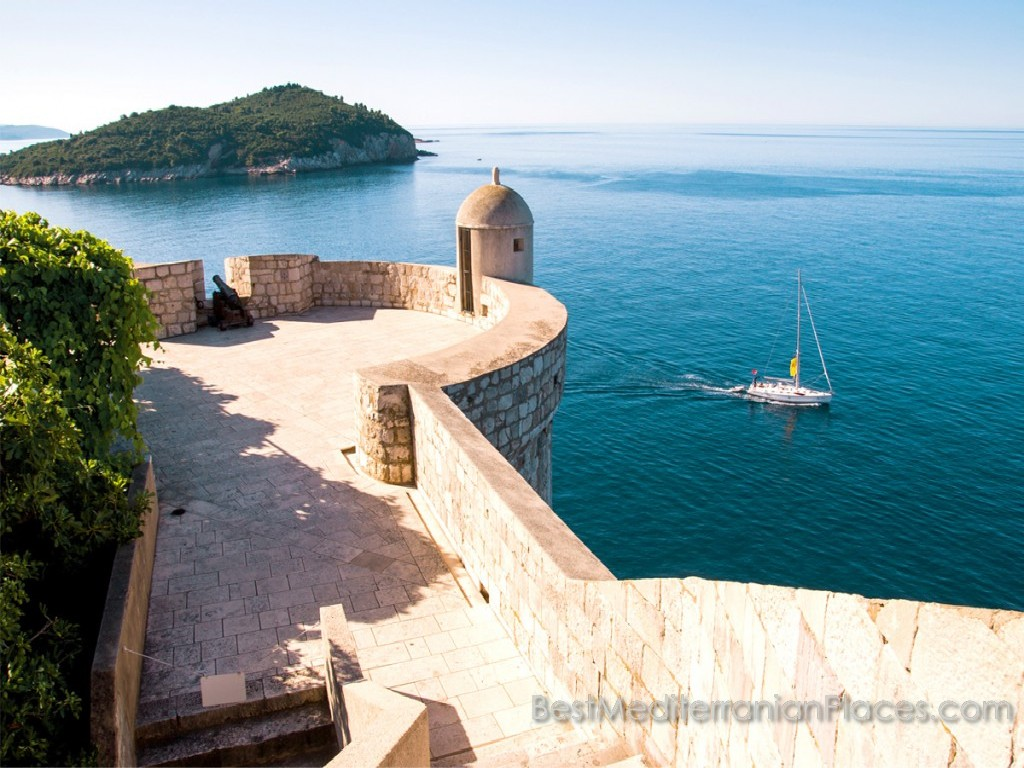 Walk on the bastions of the ancient fortress overlooking the island of Lokrum