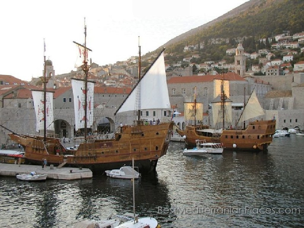 Replicas of a traditional ˝Karaka˝ ship from the era of the Republic of Dubrovnik