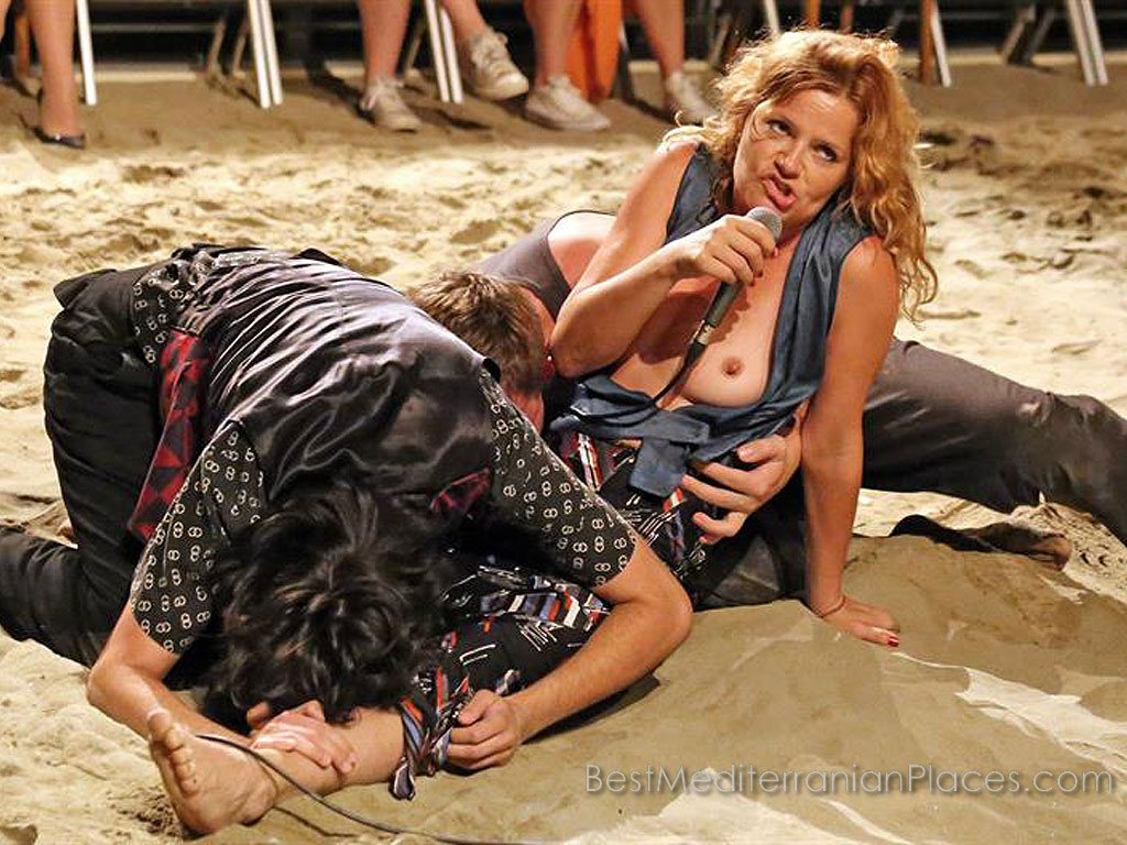 Often actors act out scenes directly on the sand beach.