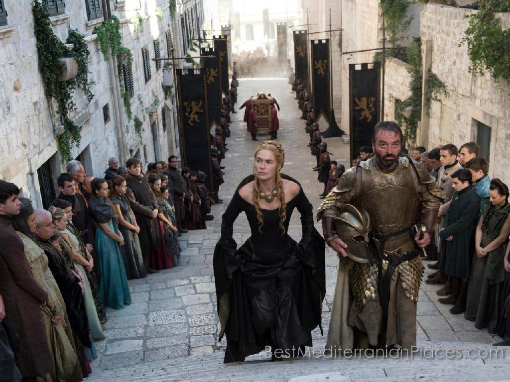 Now, after filming the series Game of Thrones, in the streets of Dubrovnik constantly feel the spirit of the game