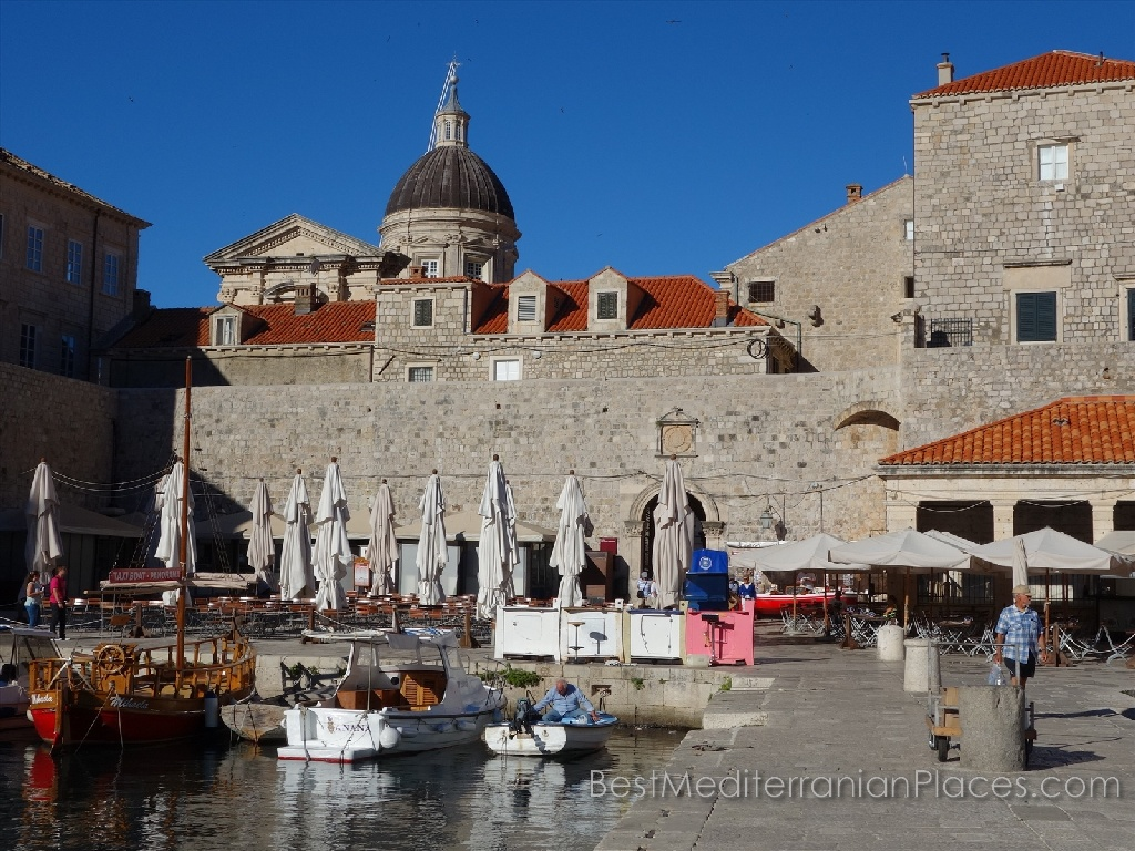 On the pier in the old Dubrovnik is full of cafes and restaurants traditional Mediterranean cuisine.