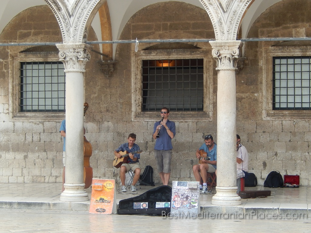 Musicians entertain the tourists under the arches of the Sponza Palace
