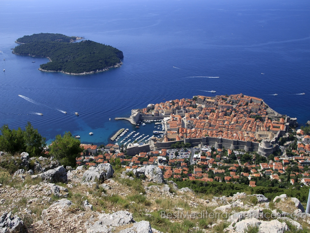 A bird's-eye offers a magnificent view over the old town and the romantic island of Lokrum