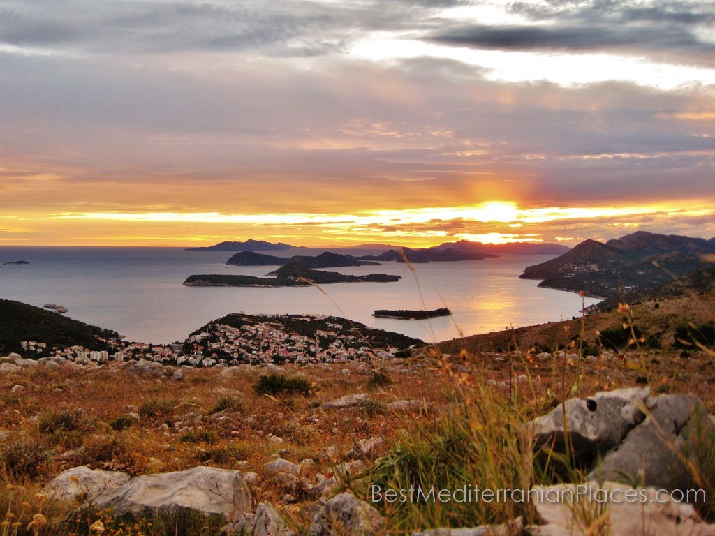An unforgettable sunset over the islands of Dubrovnik is pleasant feelings