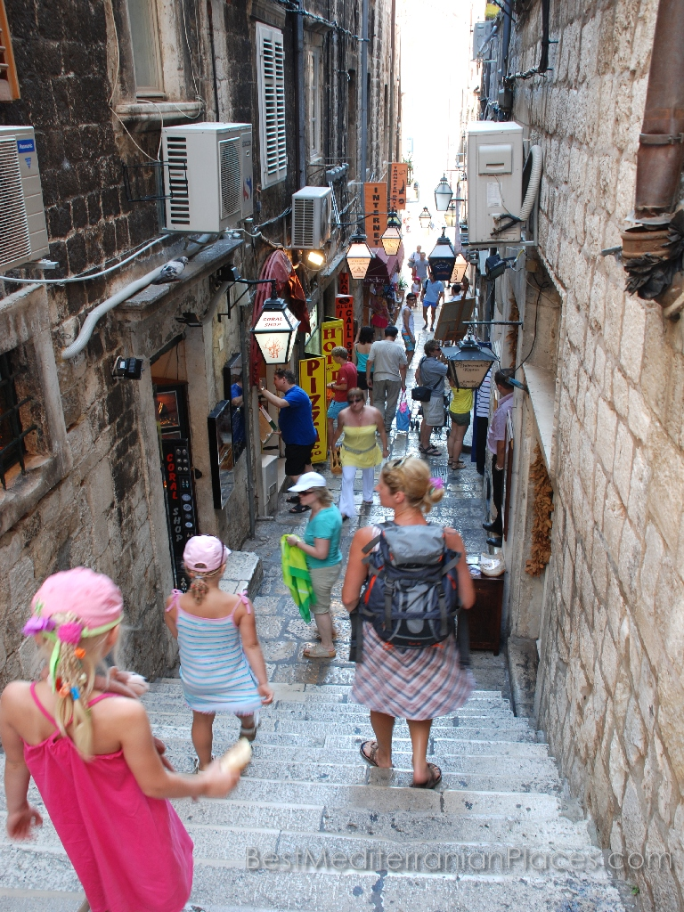 The narrow passages between the old Dubrovnik houses filled with tourists all day long.