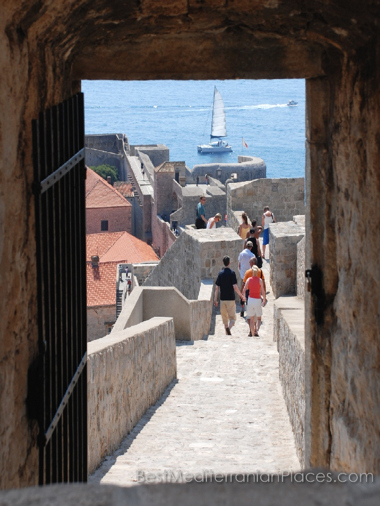 Walk on the walls of the ancient fortress is an unforgettable experience